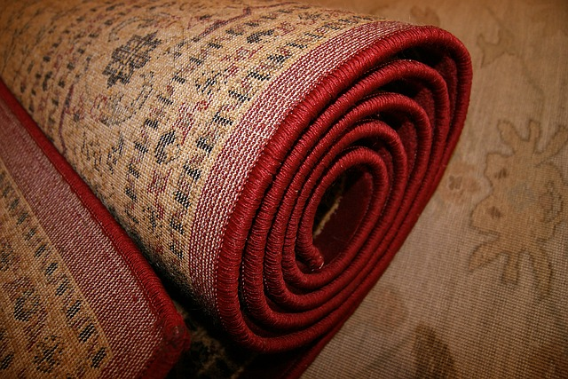 koberec svinutý