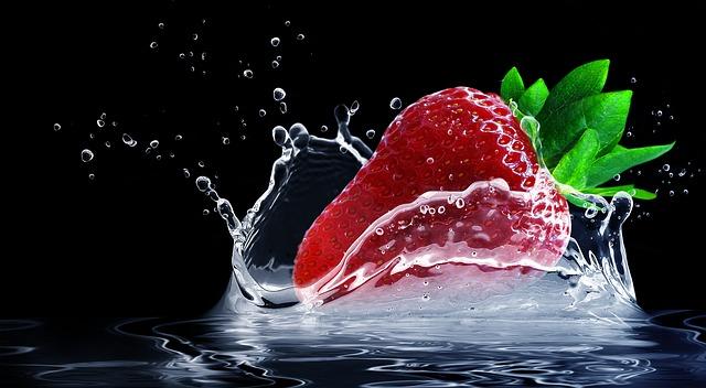 jahoda ve vodě